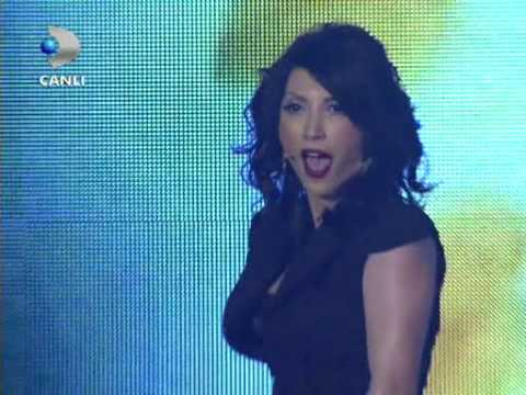 Hande Yener &#8211; Deliler @ Beyaz Show